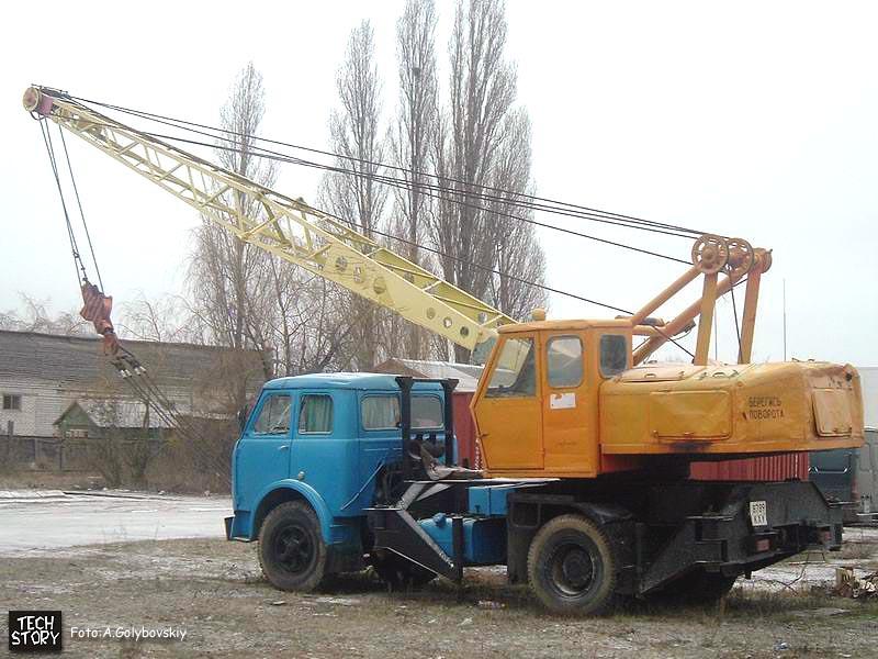 Кран СМК-10.  Фотография сделана в г.Киеве Анатолием.