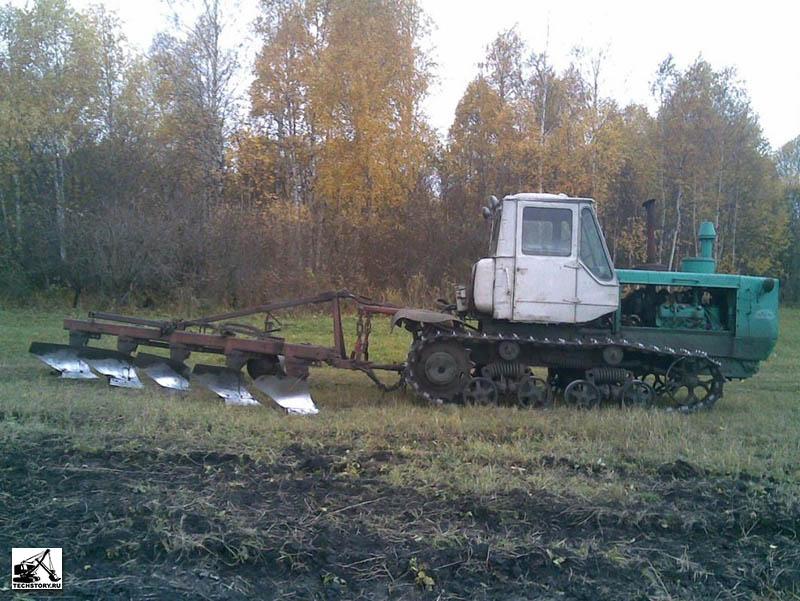 Гусеничный трактор Т-150.  Фотографии сделаны в хозяйстве Башкирского Государственного Аграрного Университета...