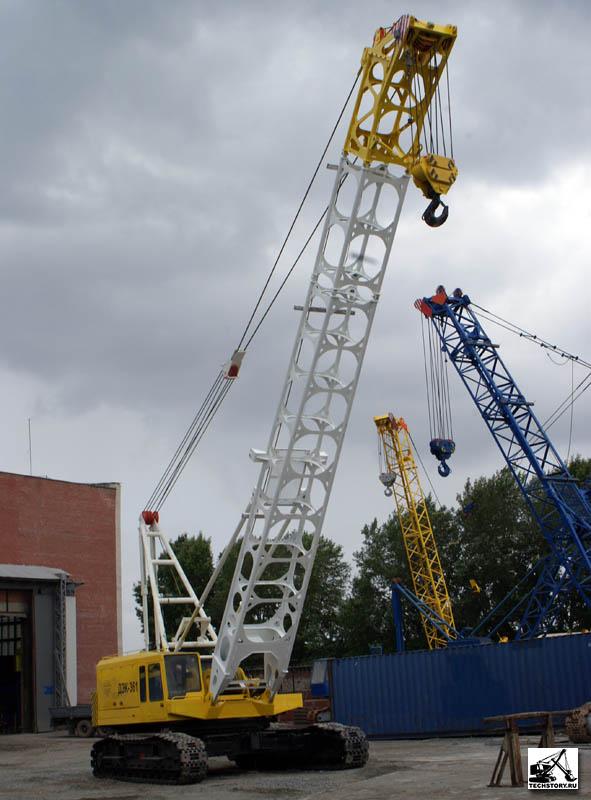 Гусеничный дизель-электрический кран ДЭК-401 грузоподъемностью 40 тонн предназначен для погрузочно-разгрузочных и...