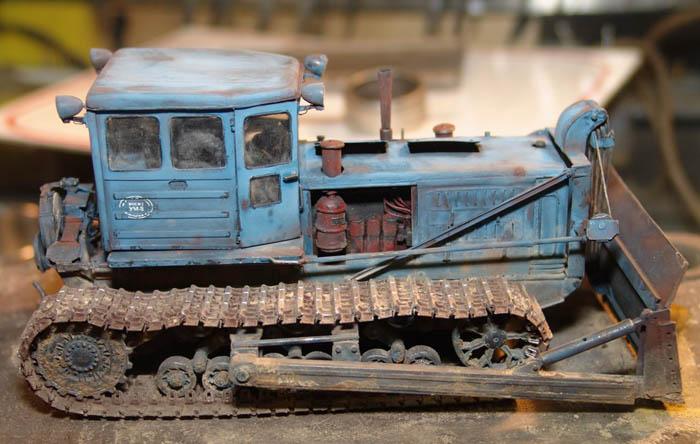 Модель бульдозера на базе трактора Т-180