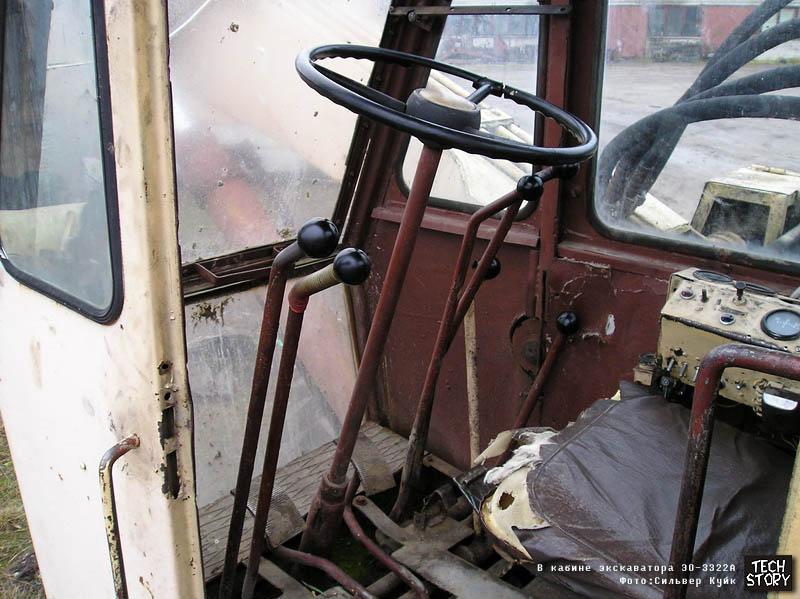 Фотография сделана в Эстонии Сильвером Куйком.  Пневмоколесный экскаватор ЭО-3322А с оборудованием обратной лопаты.