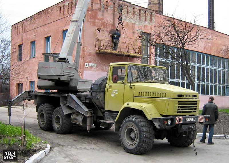 45-74 ТЕР.  Кран КС-3575А-1 на базе автомобиля КрАЗ-260.  Фотографию сделал В. Курус в г.Тернополе.