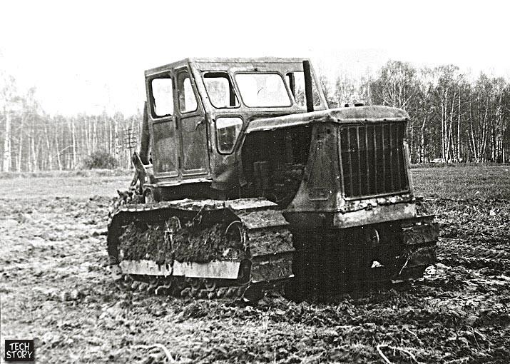 Трактор Т-100МЗ с цепным траншеекопателем